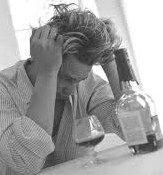 Troppo alcol aumenta il rischio alzheimer