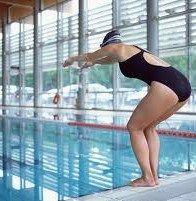 Tumore vescica, il rischio aumenta con il cloro della piscina