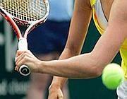 gomito del tennista condizione invalidante