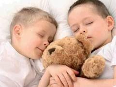 Bambini, meno sonno, più grassi