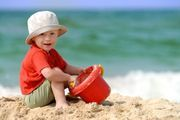 bambini vacanza spiaggia libera