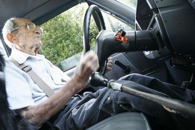 impedire guida anziani sofferenza