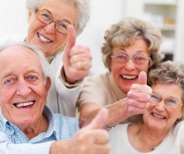 anziani risultano felici persone giovani
