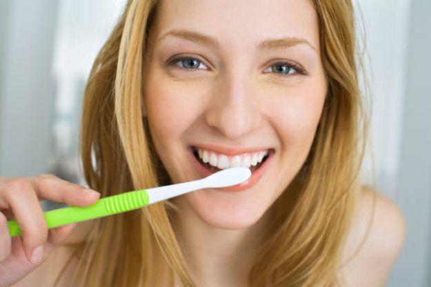 come lavare denti consigli