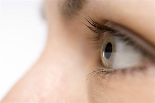 rottura capillare occhio cause rimedi cosa fare