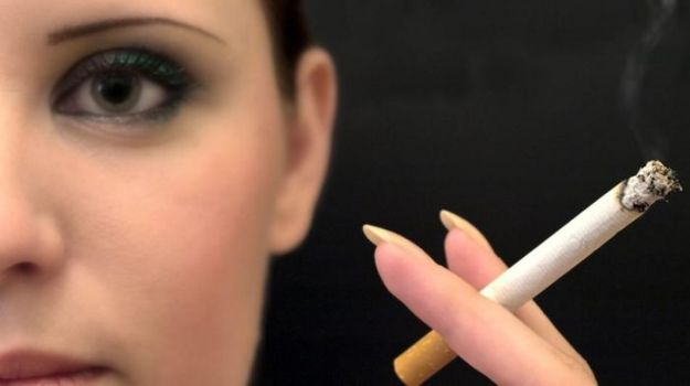fumo pacchetti sigarette avvisi foto shock