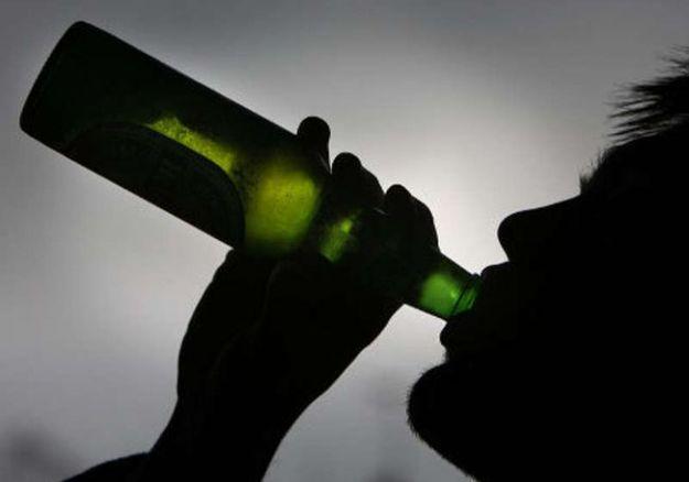 alcolismo sintomi cause danni cure