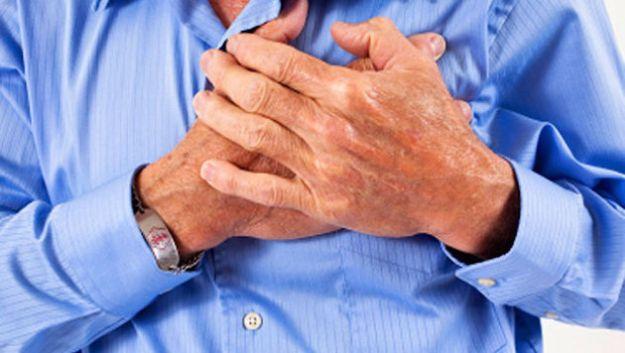 come riconoscere i sintomi di un infarto in corso