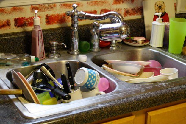 10 oggetti sporchi della tua cucina che andrebbero puliti