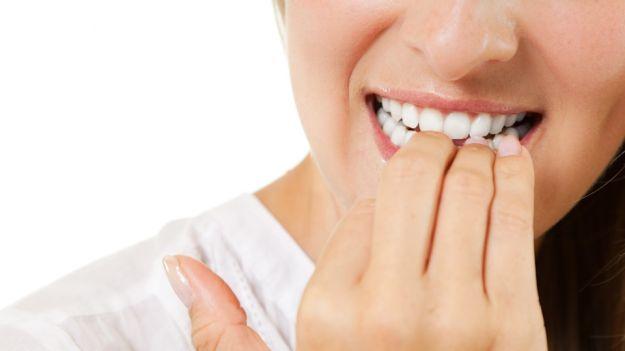 mangiare unghie