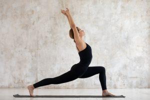 Posizione del guerriero 1 yoga