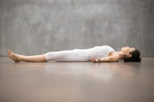 Posizione del morto yoga