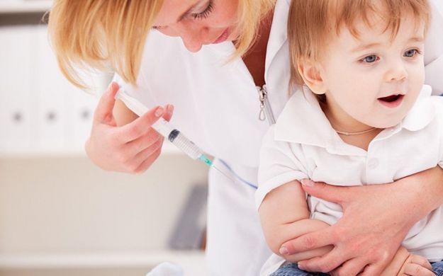 vaccino meningococco b costo rischi vantaggi effetti collaterali