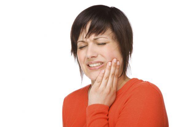 denti sensibili al caldo e al freddo cause rimedi naturali