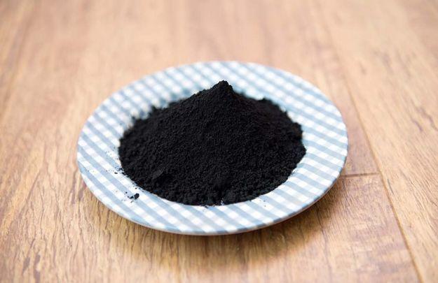 carbone attivo vegetale proprieta benefici controindicazioni