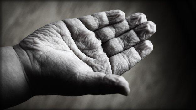 invecchiamento precoce pelle cervello sintomi cause rimedi
