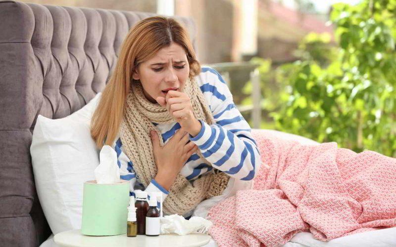 donna a letto con influenza
