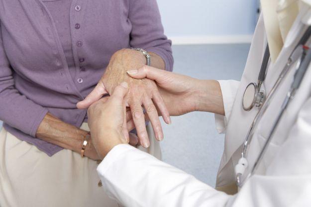 Gli alimenti che prevengono l'artrite