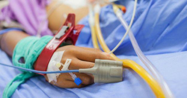 bambino muore di otite lo curavano con l'omeopatia