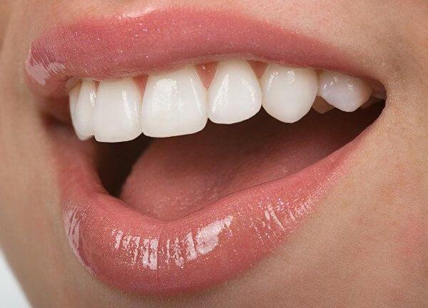 sorriso lavarsi i denti