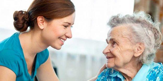 Malati di Alzheimer e caldo come prendersi cura di loro in estate