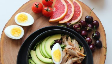 piatto di verdure e uova