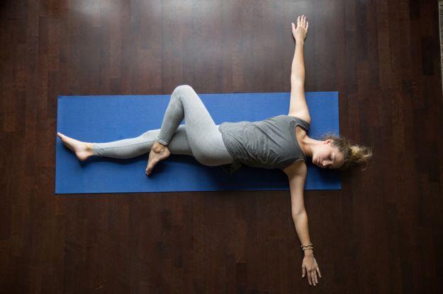 yoga mal di testa torsione a terra