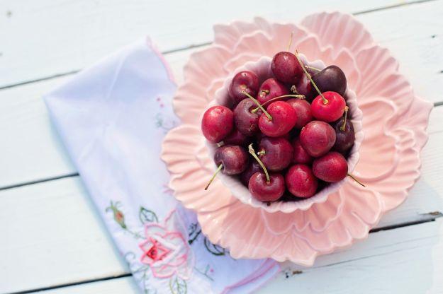 rimedi per dormire: succo di ciliegia contro l'insonnia