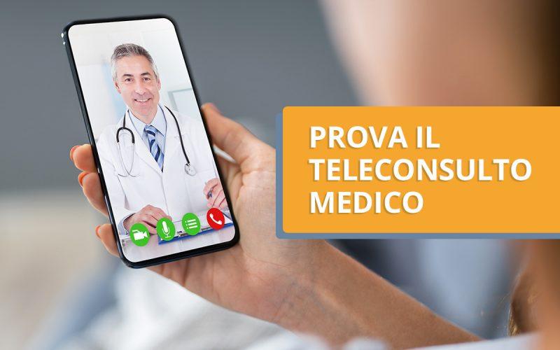 medico su un cellulare