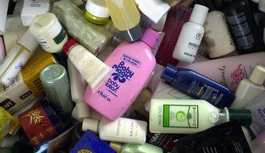 prodotti cosmetici boccette