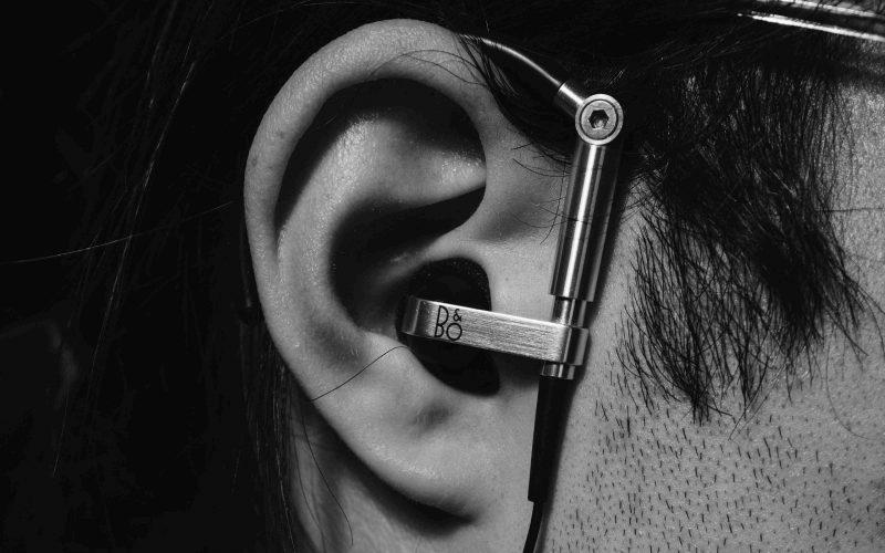 Sordità - orecchio in bianco e nero