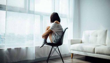 ragazza sedia salute mentale