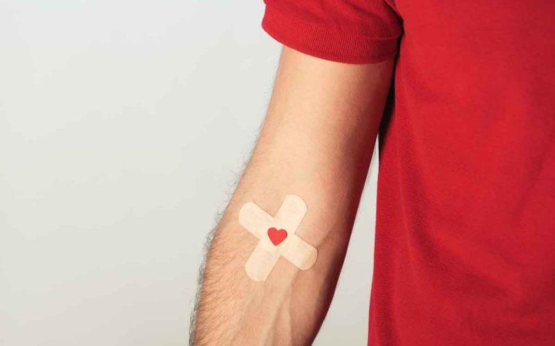 ragazzo braccio donatore sangue
