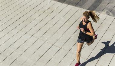 ragazza che fa jogging