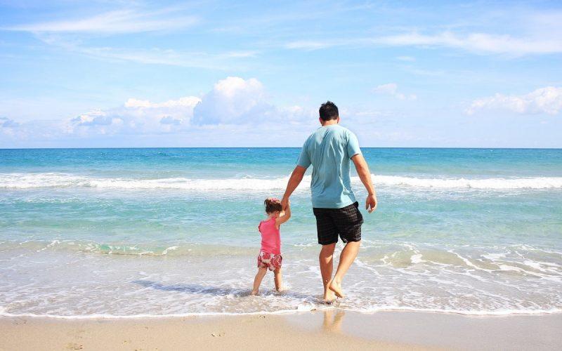 bambino sulla spiaggia