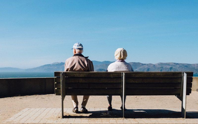 Nel 2100 l'uomo potrà vivere fino a 130 anni: lo studio